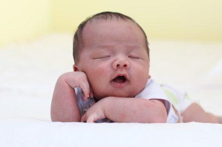 Baby wacht nachts ständig auf